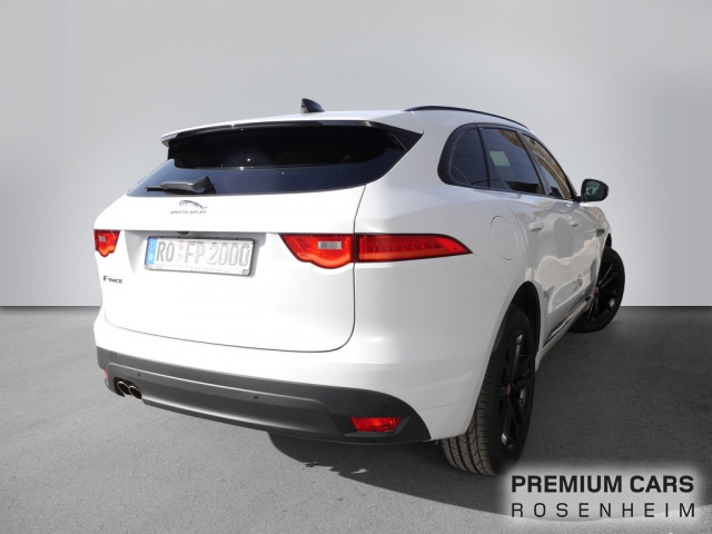 Jaguar F-PACE Chequered Flag